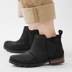 Sorel Emelie Chelsea black ankle boot size 9